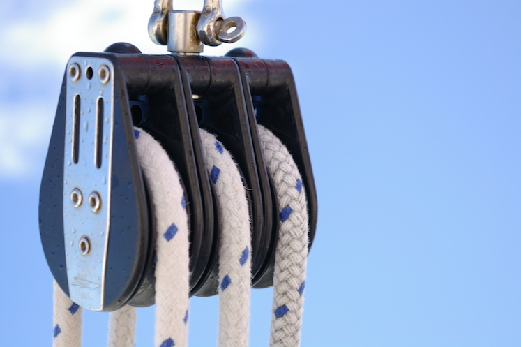 Why Choose Dyneema Rope vs Steel Wire Rope For Heavy-Duty Rigging?